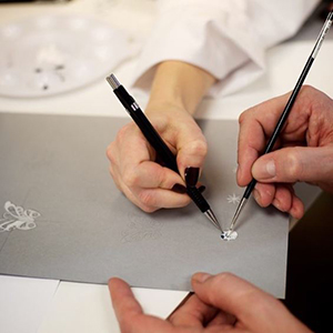 L'École Van Cleef & Arpels is heading to Dubai to host its second regional workshop