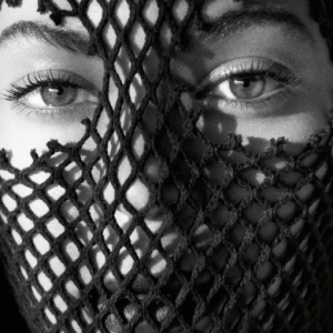 A masked Beyoncé covers Interview Germany