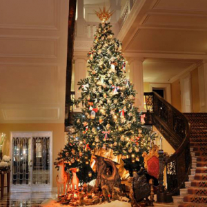 Watch now: The making of Dolce & Gabbana's Christmas tree at Claridge's