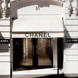 Huge queues form outside boutiques after Chanel cuts prices in China
