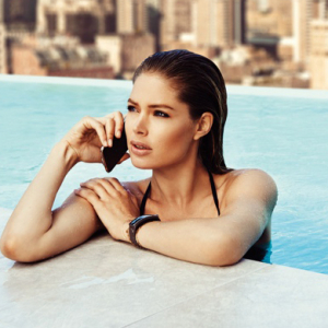 Doutzen Kroes for the Samsung S5 Smartphone