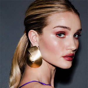 Bookmark these hairstyle looks for your next holiday party