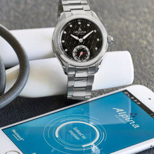 Luxury Swiss watchmakers announce plans to debut smartwatches