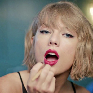 Must-see: Taylor Swift gets ready to go out