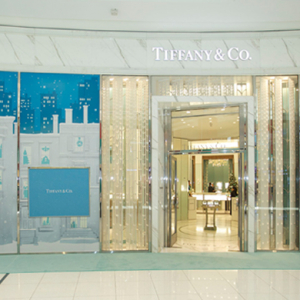 Tiffany & Co Holiday Windows arrive in the Middle East