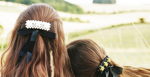 This new Instagram account will feed your hair accessory obsession