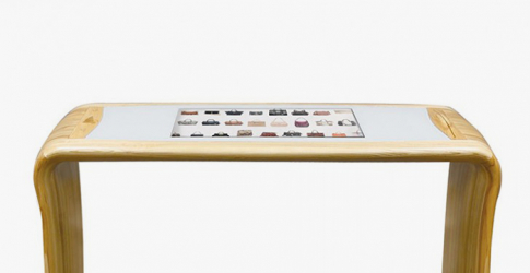 Neiman Marcus introduce in-store interactive tables