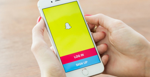 Soon you won't have to hold the button to view Snapchats