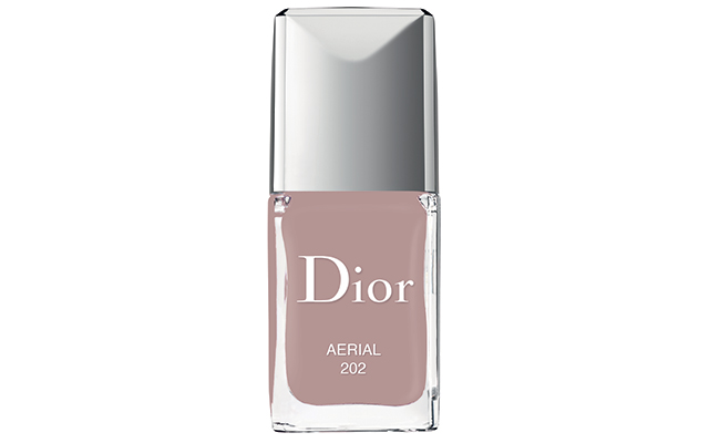 Aerial nail lacquer