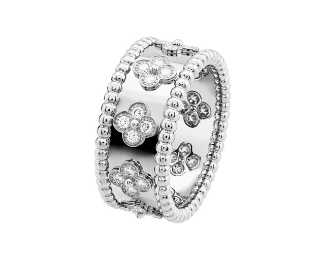 Van Cleef Amp Arpels Eid Edit A Gift To Give Buro 24 7