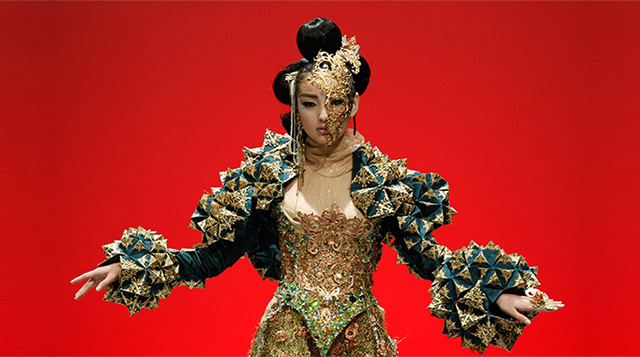 Are MAC Cosmetics teaming up with Chinese couturier Guo Pei?