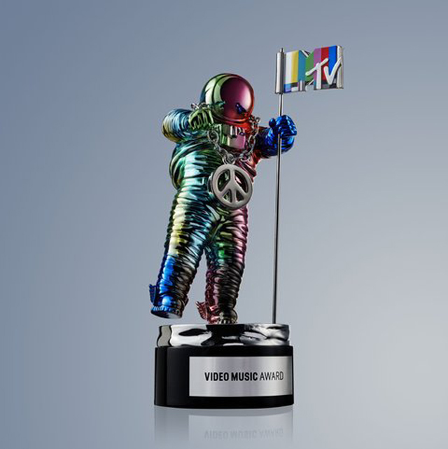 Jeremy Scott redesigns MTV Moonman award for 2015