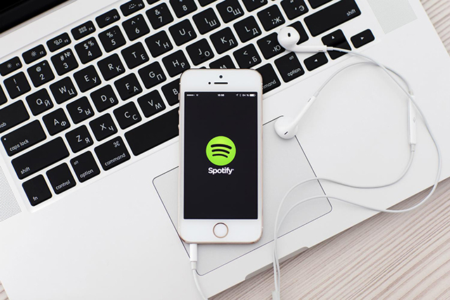 Spotify secures $526 million in funding and prepares to do battle with Apple
