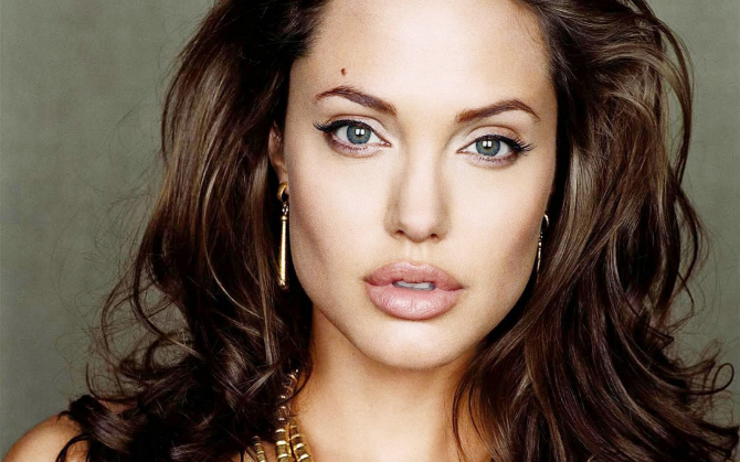 Angelina Jolie to play the role of Cleopatra and retire?