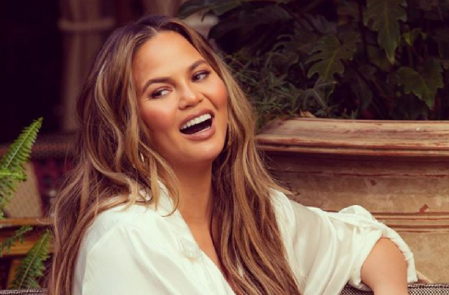 Chrissy Teigen publicly quits Snapchat