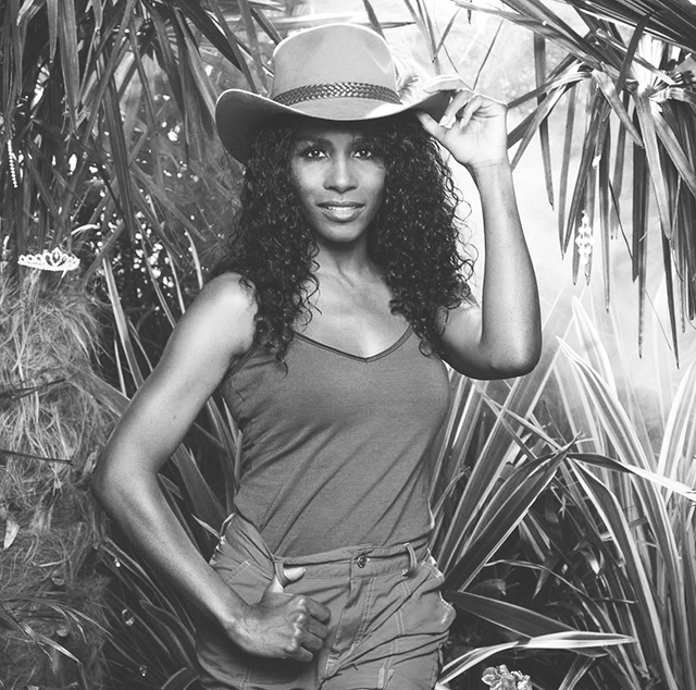 80s pop star Sinitta said to be mentoring Cara Delevingne