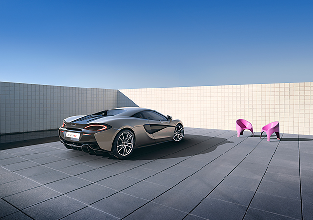 The McLaren 570S races into Dubai