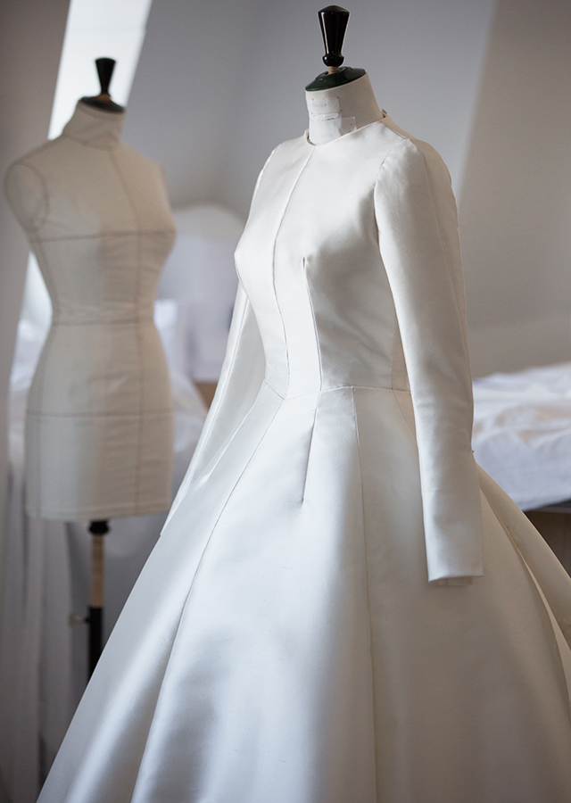 Miranda Kerr Wedding Dress.Dior Exclusive An Inside Look At Miranda Kerr S Haute Couture