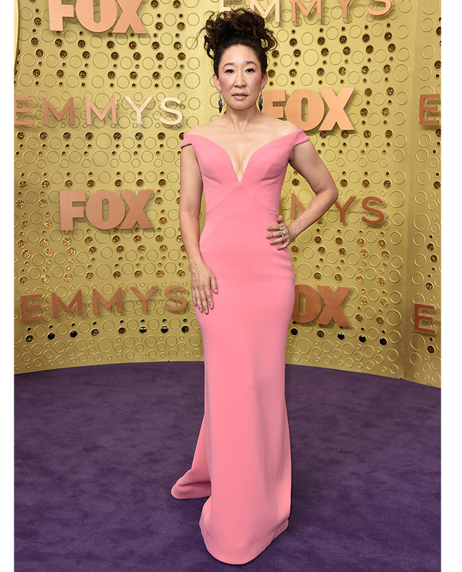 Sandra Oh dressed in Zac Posen