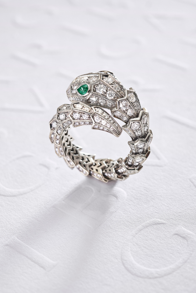 SERPENTI High Jewellery Ring in White Gold with Emerald and diamonds