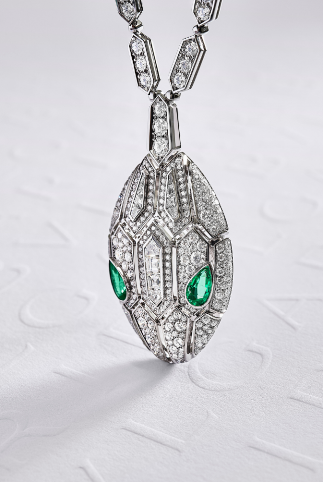 SERPENTI High Jewellery Necklace in White Gold with Emerald and diamonds