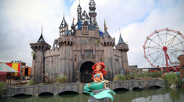 Banksy's Dismaland to provide shelter for refugees in Calais