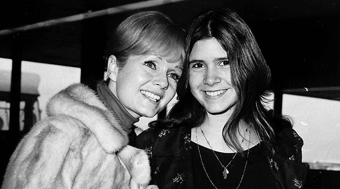 Breaking news: Debbie Reynolds has died, one day after daughter Carrie Fisher