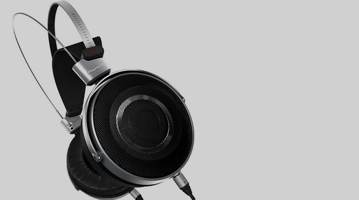 First look: Dr. Dre's Pioneer SE-Master1 headphones